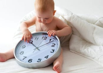 Orari i gjumit për vitin e parë të foshnjës suaj