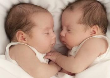 Rreziqet e lidhura me lindjen e binjakeve
