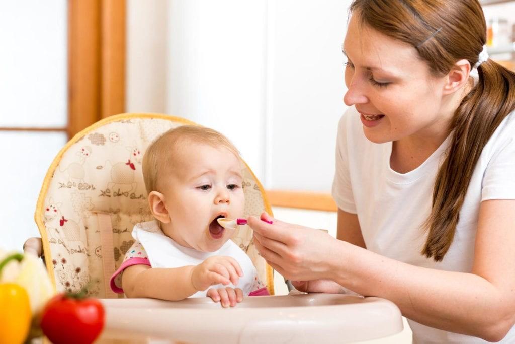 Të ushqyerit e foshnjës tuaj – 12 muajt e parë