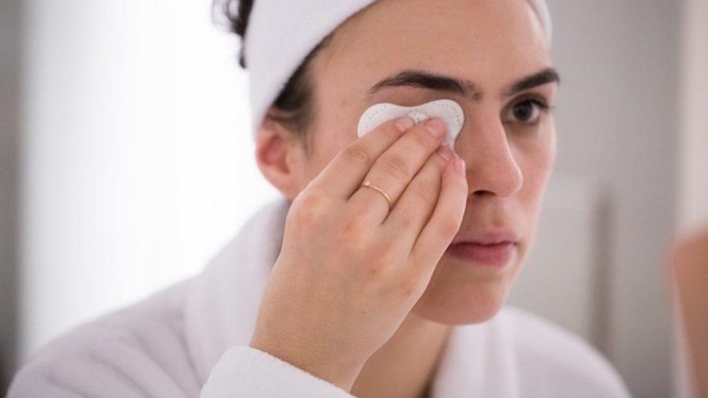 7 Mënyra të Përkujdesjes së Lëkures afër Syve