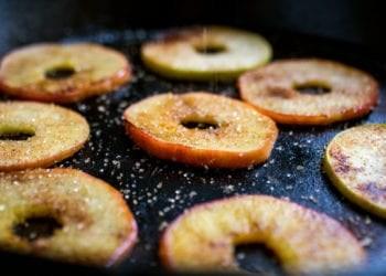 Recetë e mollëve në formë unaze të pjekura
