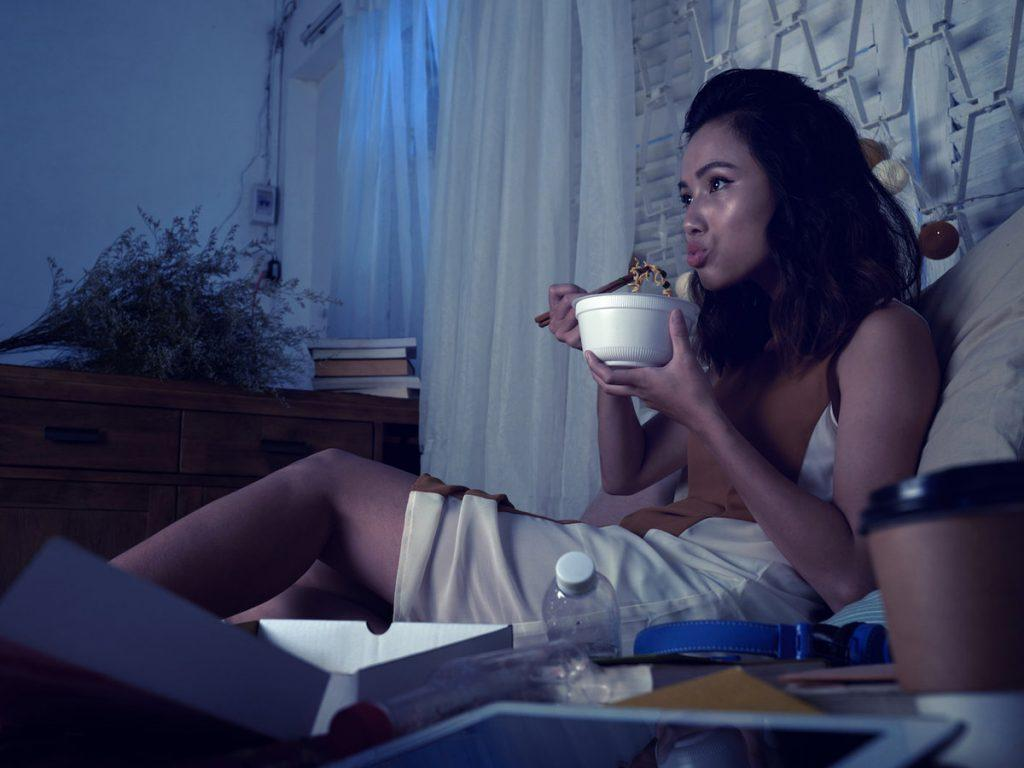 10 menyra te zgjuara per te ndaluar ngrenjen gjate nates