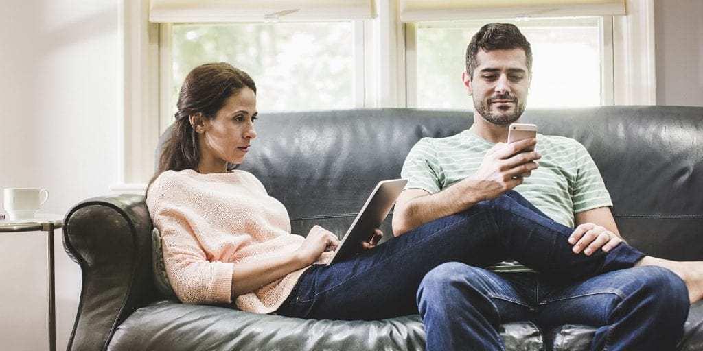 4 Arsyet Pse Pabesia Ndodh Madje edhe tek Marrëdhëniet e Lumtura