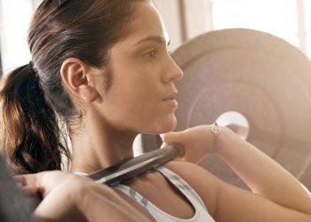 6 Mënyra për të Reduktuar Masën Dhjamore teksa Shtoni Masë Muskulare