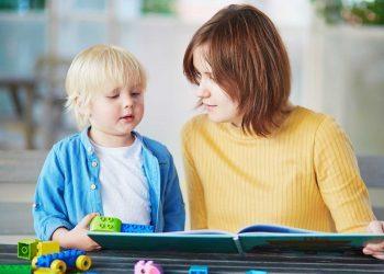 Si ta ndihmoni fëmijën tuaj në parashkollorë të mësojë leximin