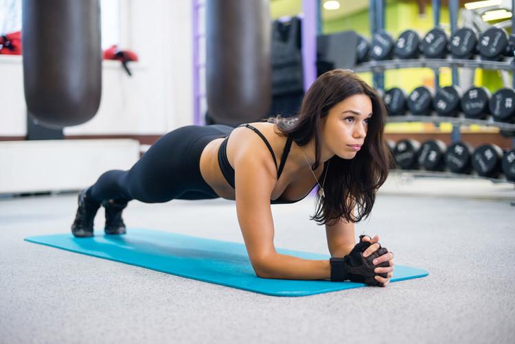 15 Mënyra që Gratë Mund të Reduktojnë Masën Dhjamore