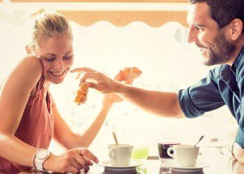 Mënyra të Thjeshta për të Flirtuar më Mirë