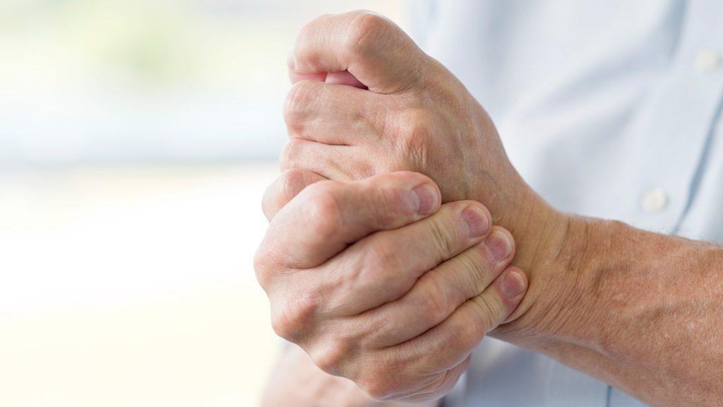 Pse Ndjej Dhimbje në Duar