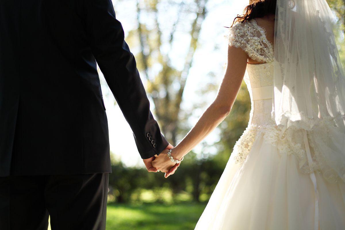 24 Shenja që Jeni me Burrin që duhet Martuar