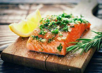5 Nga Peshqit më të Shëndetshëm për tu Ngrënë (dhe 5 për tu shmangur)