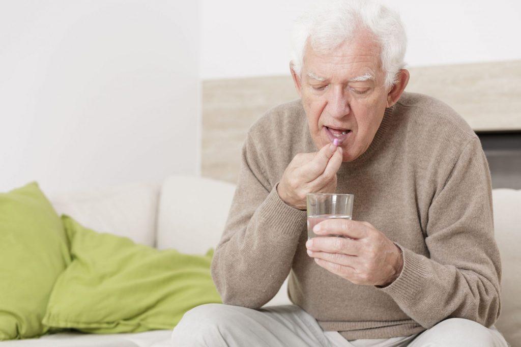 6 Probleme të Zakonshme të Ilaçeve në Plakje dhe Çfarë Mund të Bëni