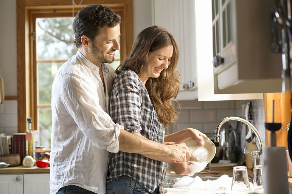 Si të ndahen punët e shtëpisë për të parandaluar konfliktin e martesës