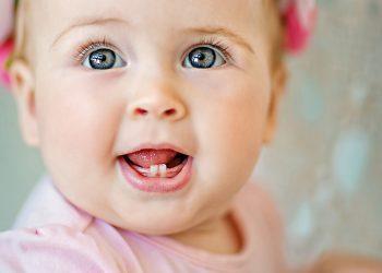 Këshilla Se Si Të Kujdeseni Për Dhëmbët e Qumështit Për Fëmijët Tuaj