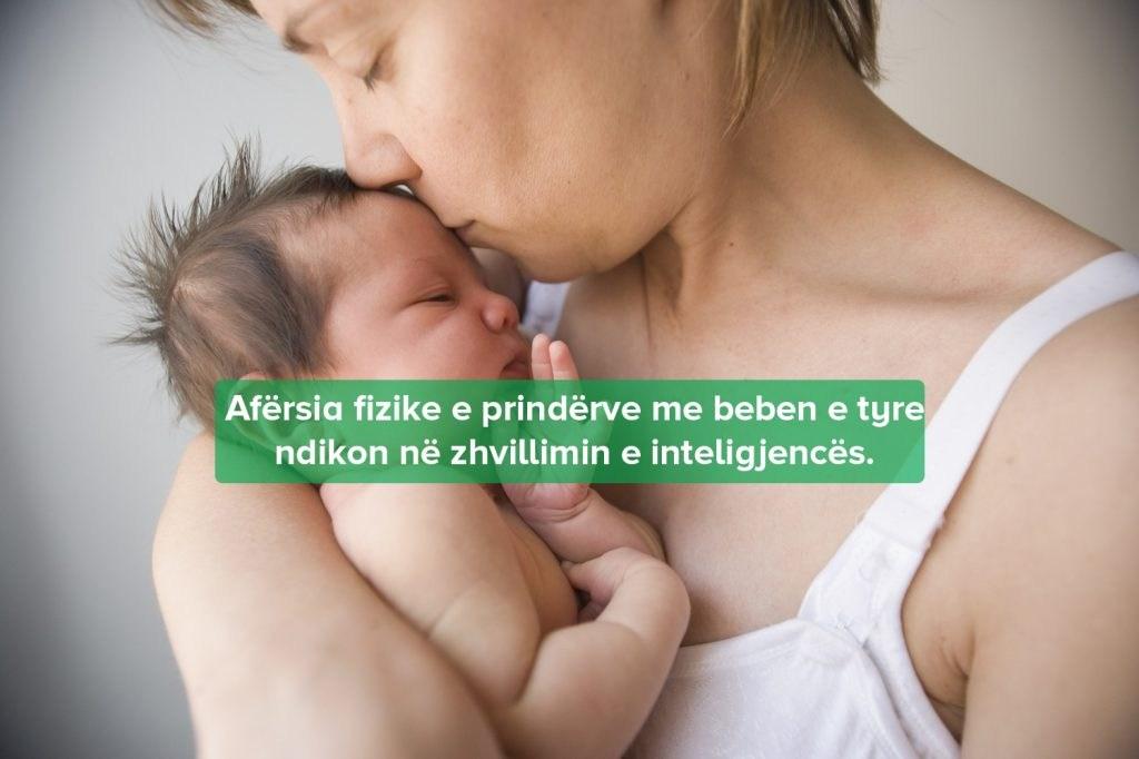Përqafimi i Bebeve